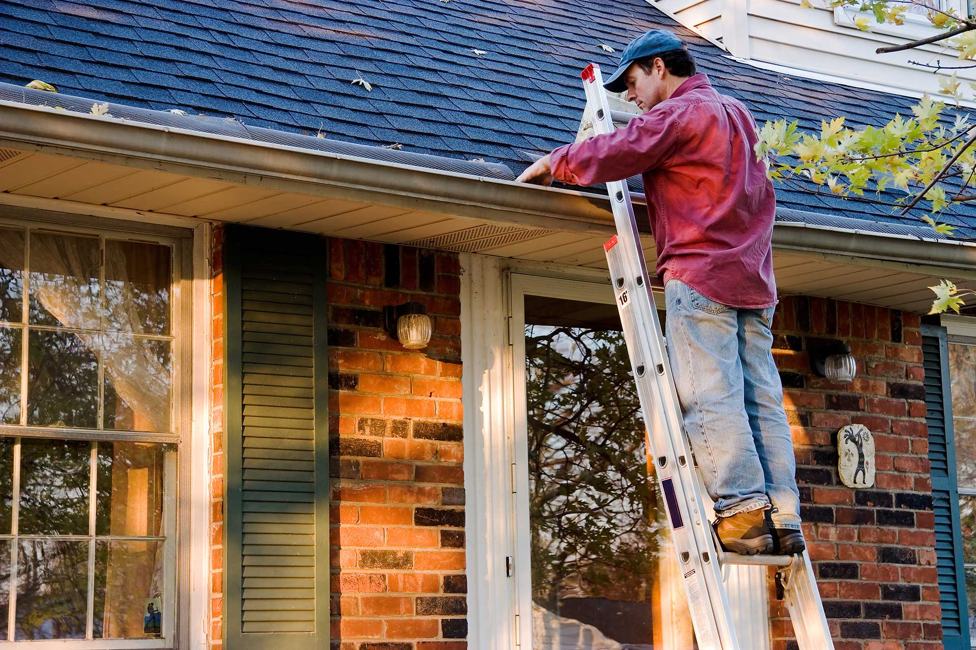 Seamless gutter systems and gutter gaurds collins roofing inc here are a few ways your old gutters can cause you serious headaches solutioingenieria Choice Image